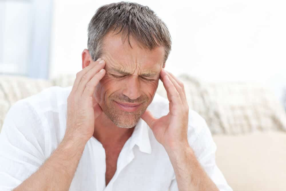 Tra gli effetti collaterali possiamo evidenziare il mal di testa.